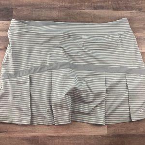 XL NIKE Dri-Fit GOLF gray striped pleated skirt